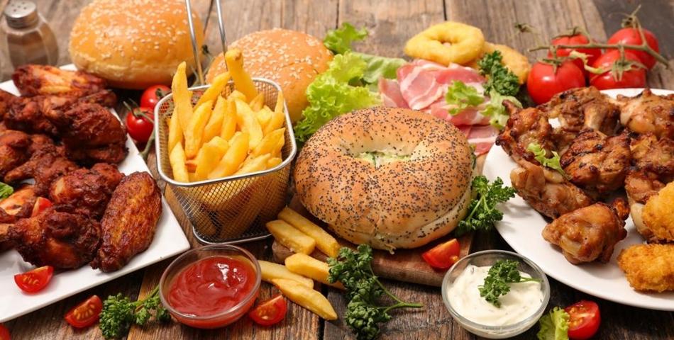 Este sigur să comanzi alimente fast food pe timpul pandemiei?