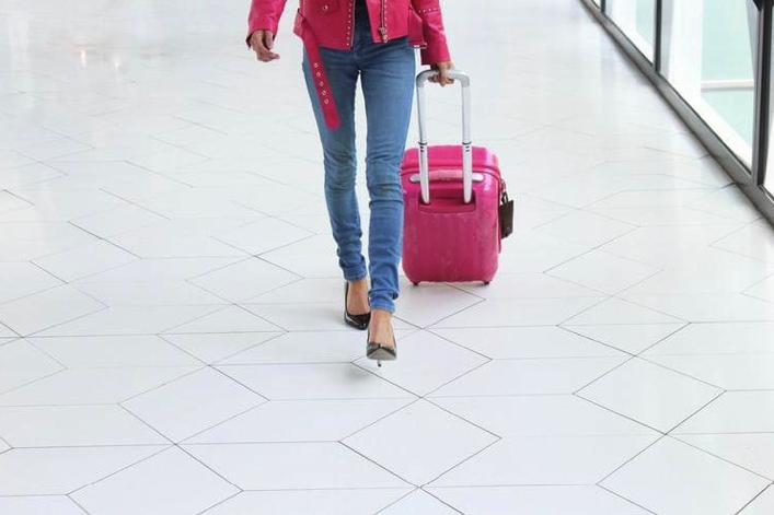 Modele de pantofi care nu trebuie să lipsească din bagajul tău de vacanță
