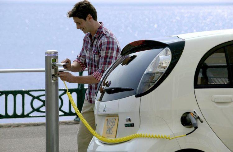 Alegerea stației de încărcare pentru mașina electrică: cum o alegi pe cea potrivită?